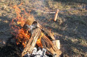 houten vuur in de tuin